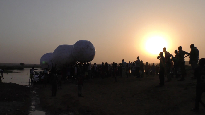 images/stories/site_yoyo/performances/nuage_niamey_goudel_03